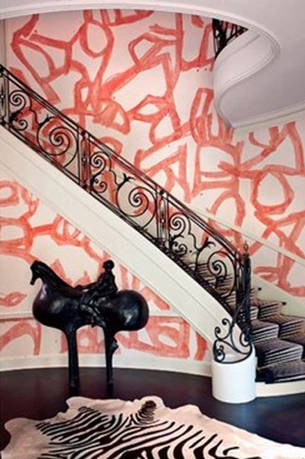 pink-graffiti-on-walls-in-chique-home