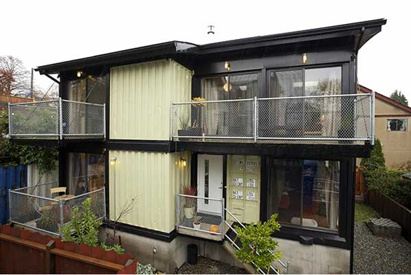 Zigloo-Domestique-Shipping-Container-Home-in-Canada