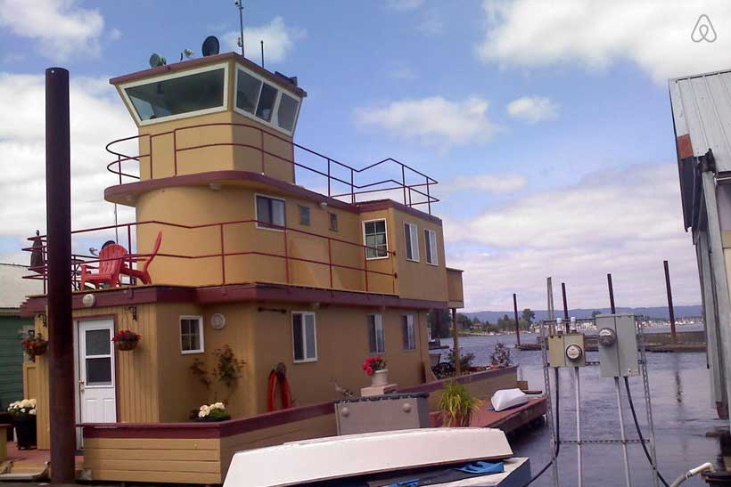 tugboat-house-Columbia-river