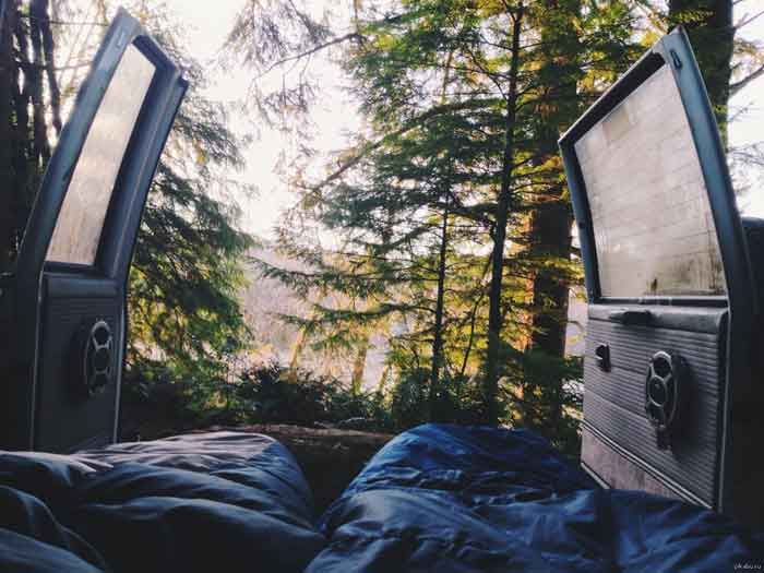 reasons-to-travel-in-a-van-wake-up-in-nature