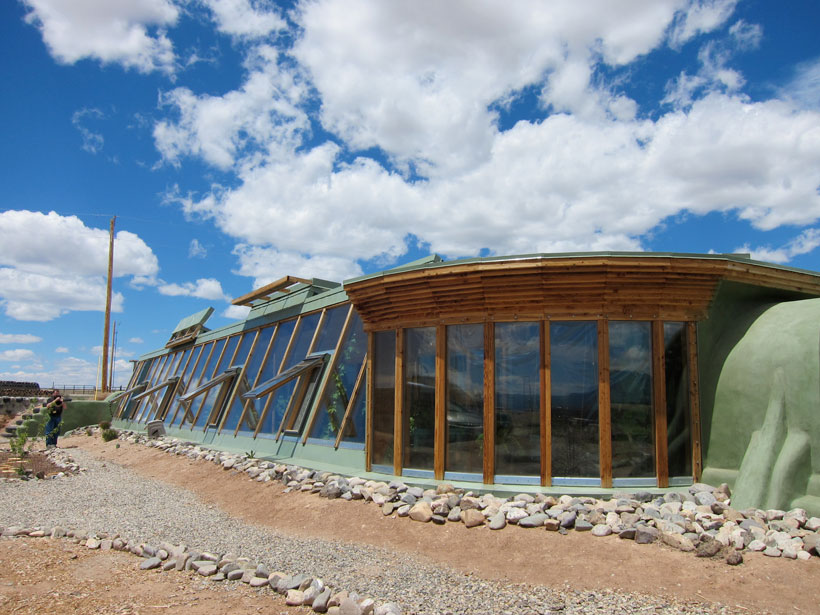 Earthship-Biotecture