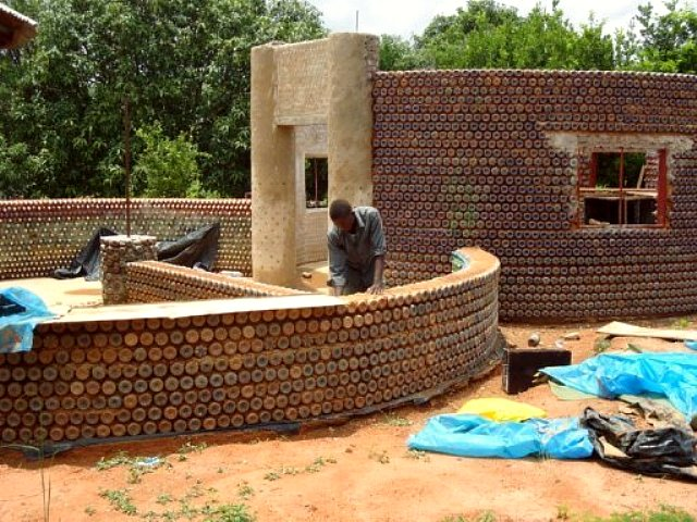 8 reasons why recycled plastic bottle houses rock for House made by waste material