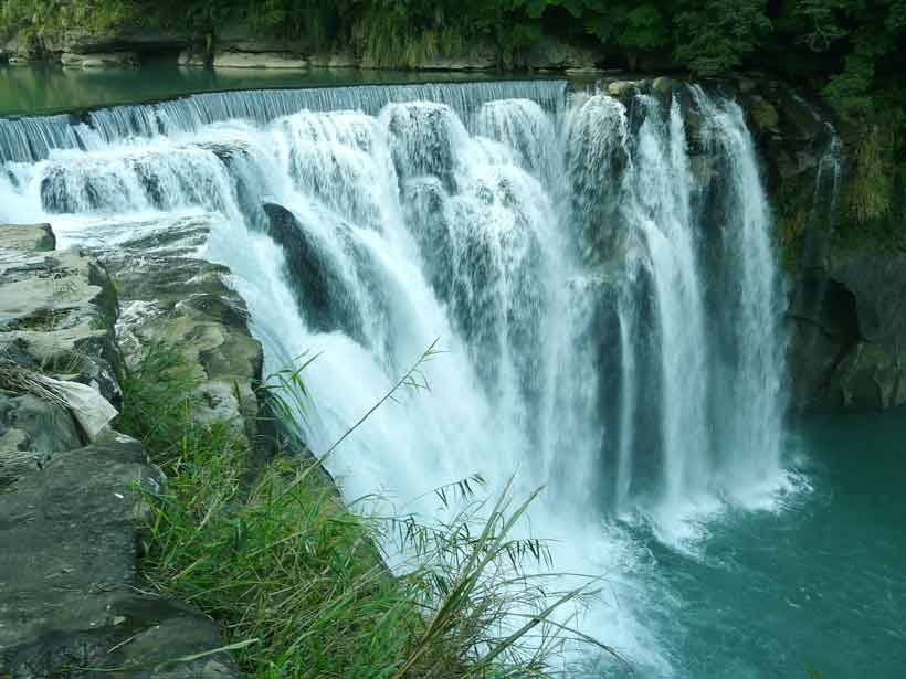 waterfall-negative-ions